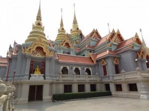 06.02.2013: der Tempel ueber dem Strand von Hat Ban Krut