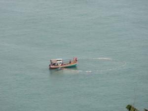 06.02.2013: Fischer beim einholen des Netzes
